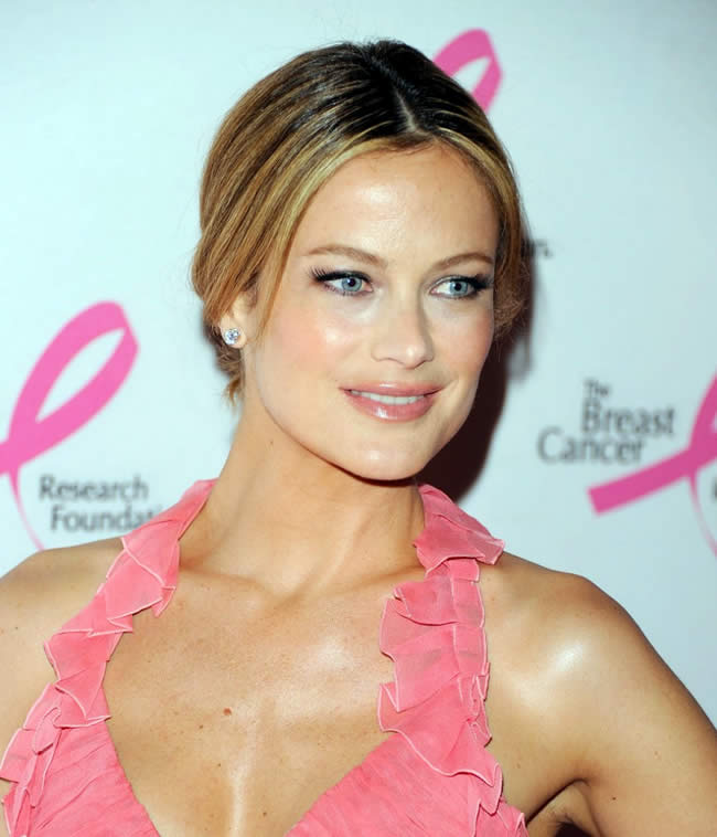 Picture of Carolyn Murphy used in an article for Imagen Modeling by La Gatita a Modeling Academy in Miami