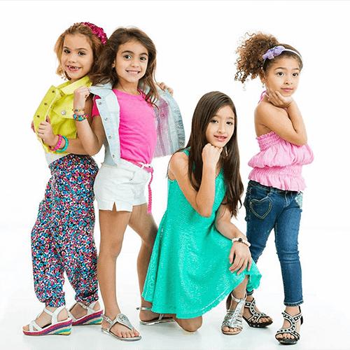 Imagen Modeling Kids Posing